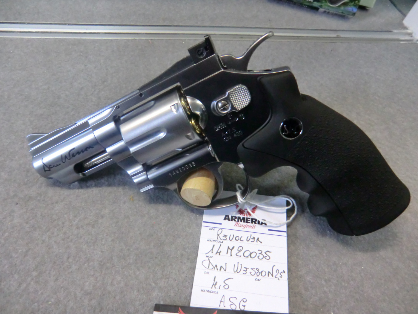 Dan Wesson calibro 4.5