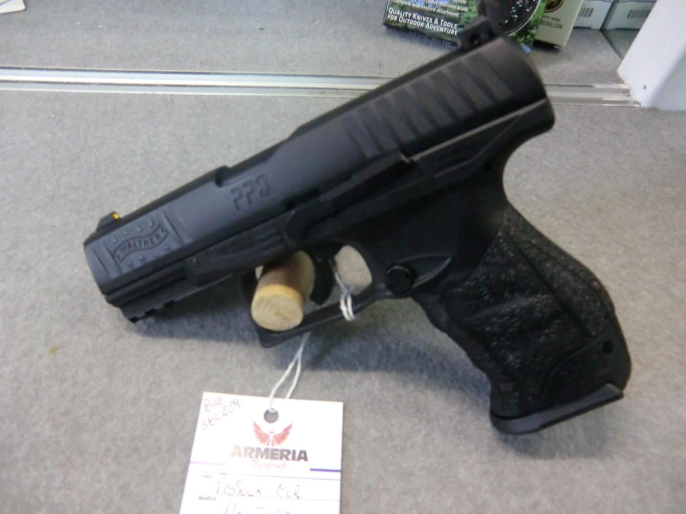 Walther modello PPQ calibro 40 spara pallettoni di gomma